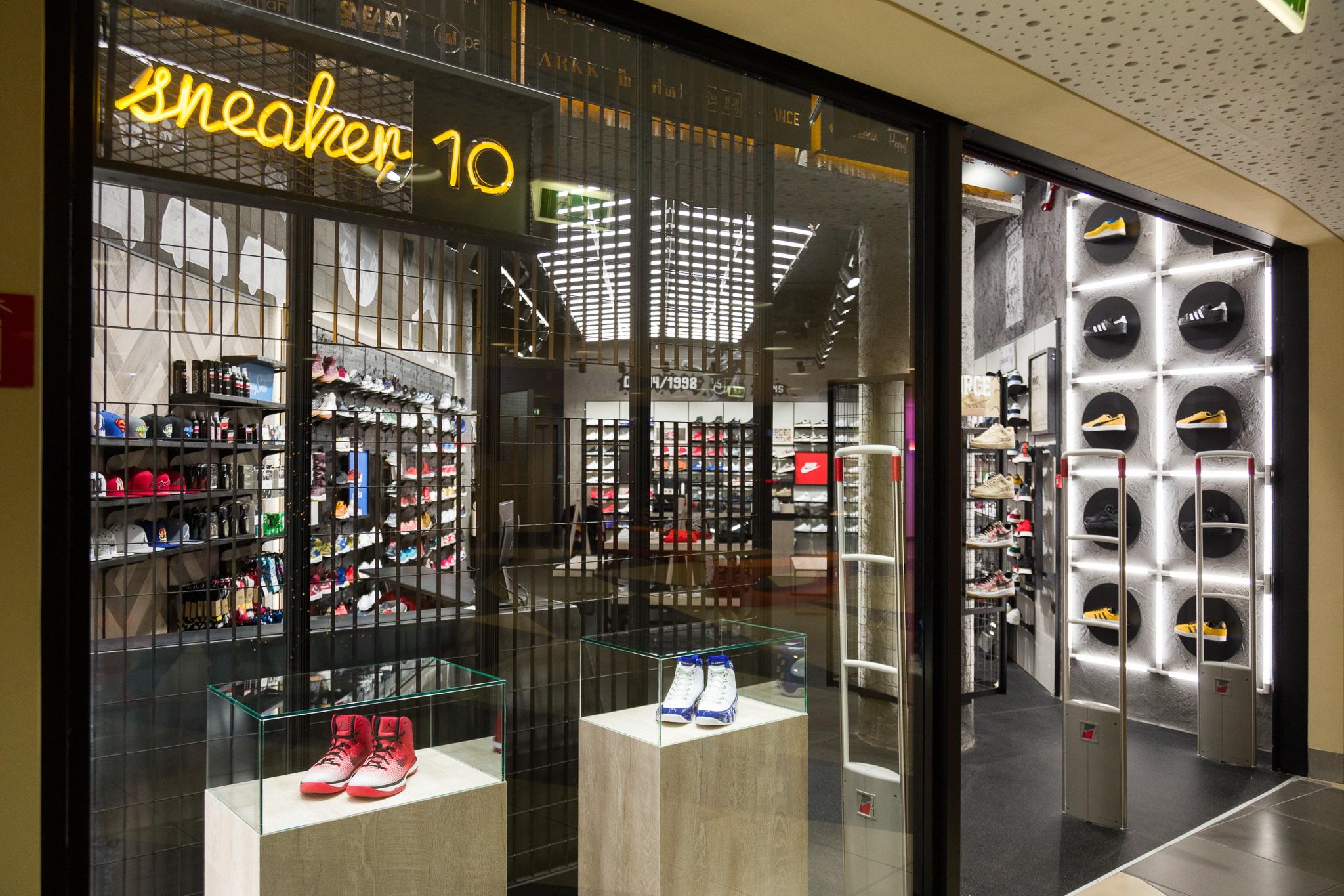 To νέο Sneaker10 στο River West είναι γεγονός!  37f312cf22a